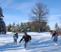 Students in the snow at the University of Northern Iowa